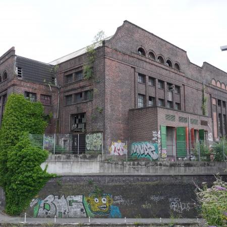 Auf diesem Bild sehen Sie eine ehemalige Werkhalle.
