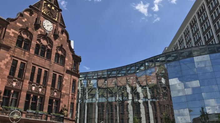 Auf dem Bild ist das Dortmunder Stadthaus zu sehen.